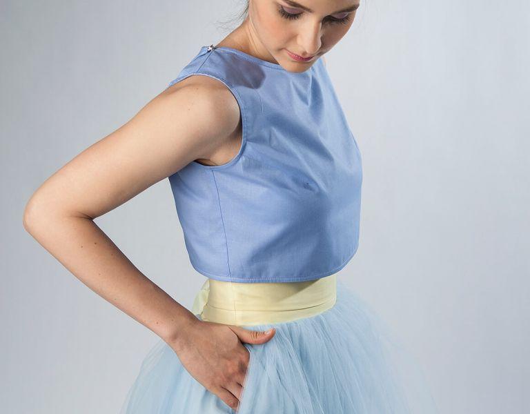 Błękitna spódnica tiulowa z kieszeniami na wesele