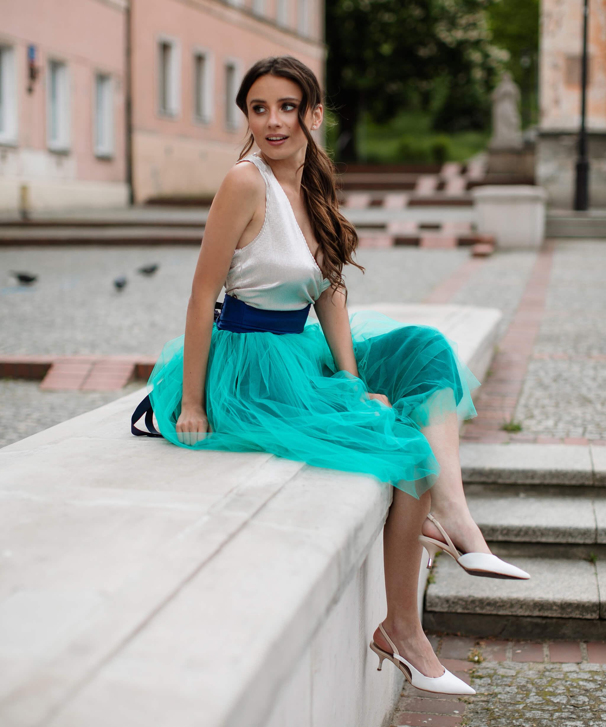 turkusowa spódnica tiulowa