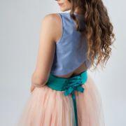 stylizacja studniówkowa ze spódnicą tiulową pudrowy róż