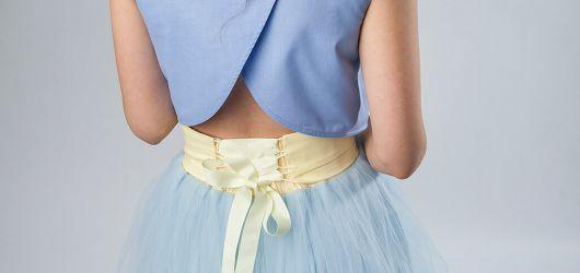 spódnica tiulowa błękitna z wiązaniem gorsetowym