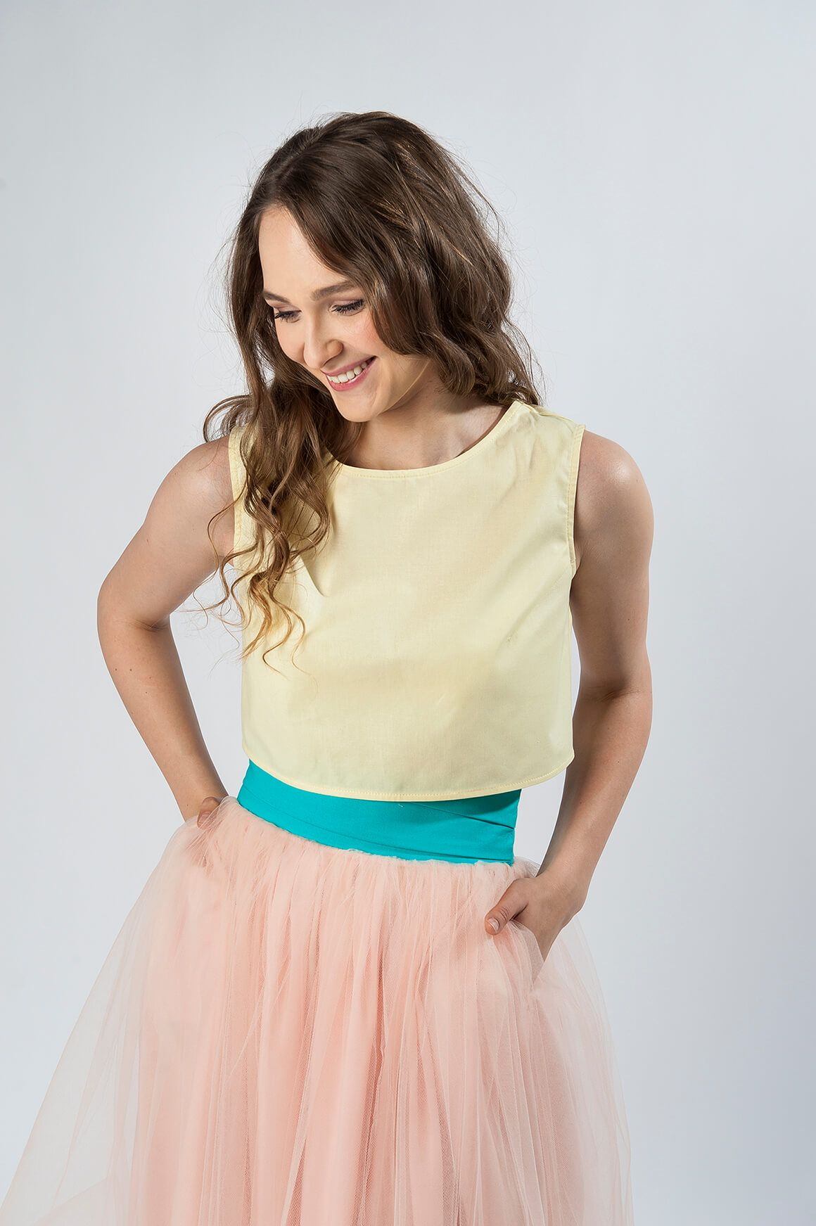 stylizacja studniówkowa różowa spódnica tiulowa złote dodatki