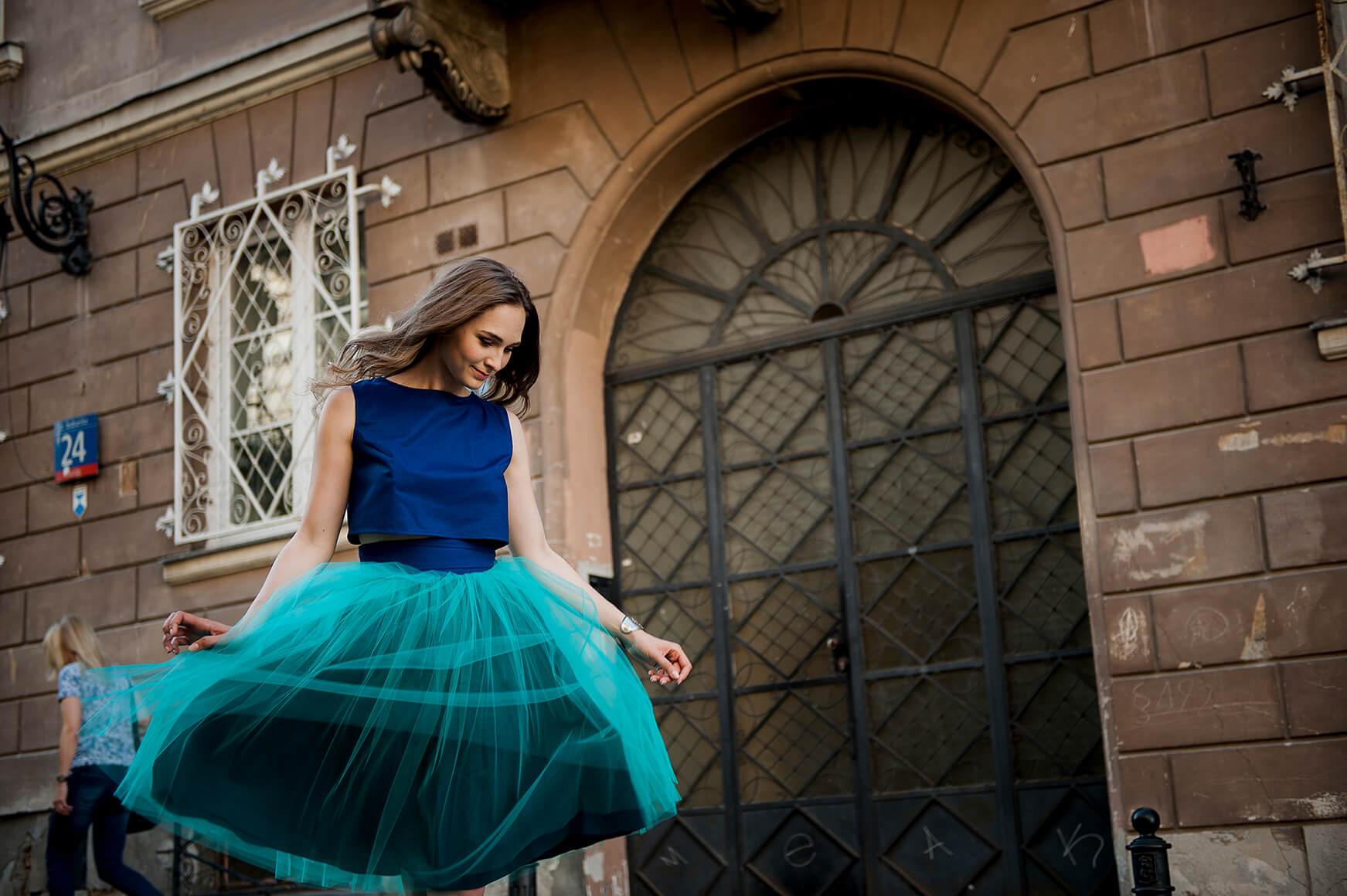 Jak prać i prasować tiul - jak dbać o spódnicę tiulową? 1