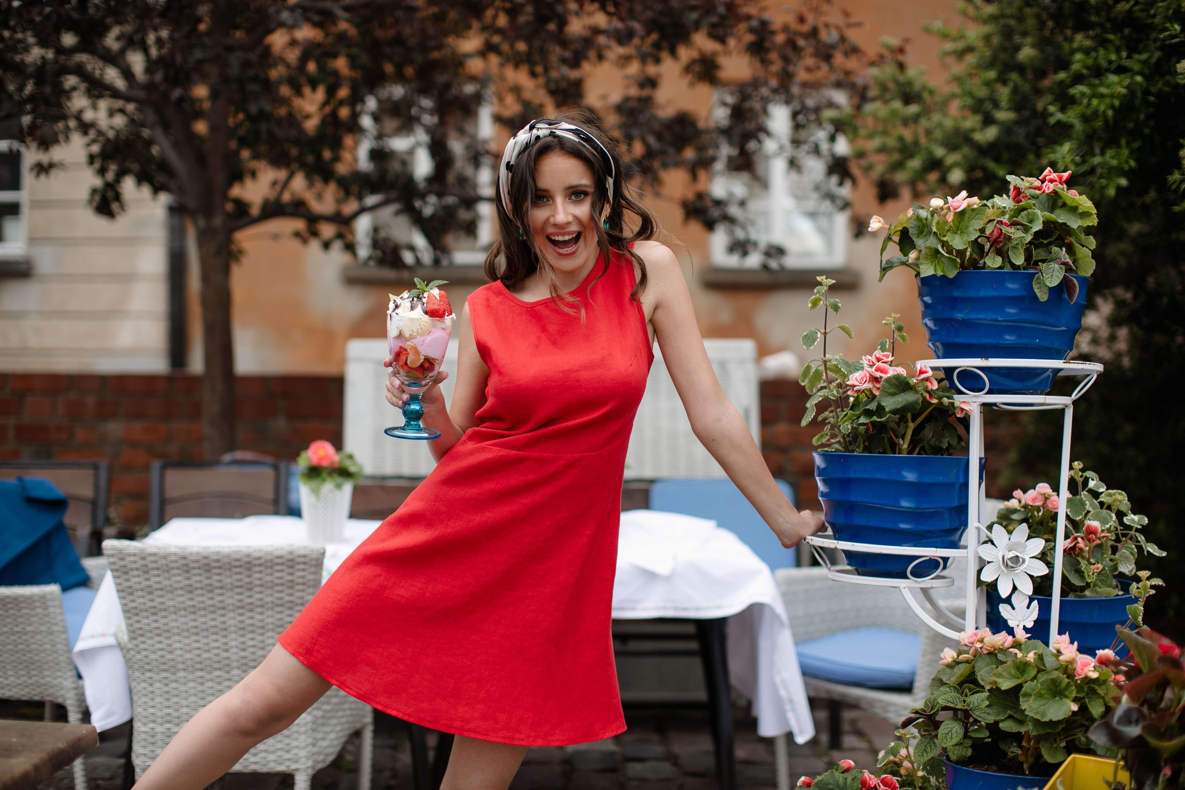 czerwona sukienka lniana
