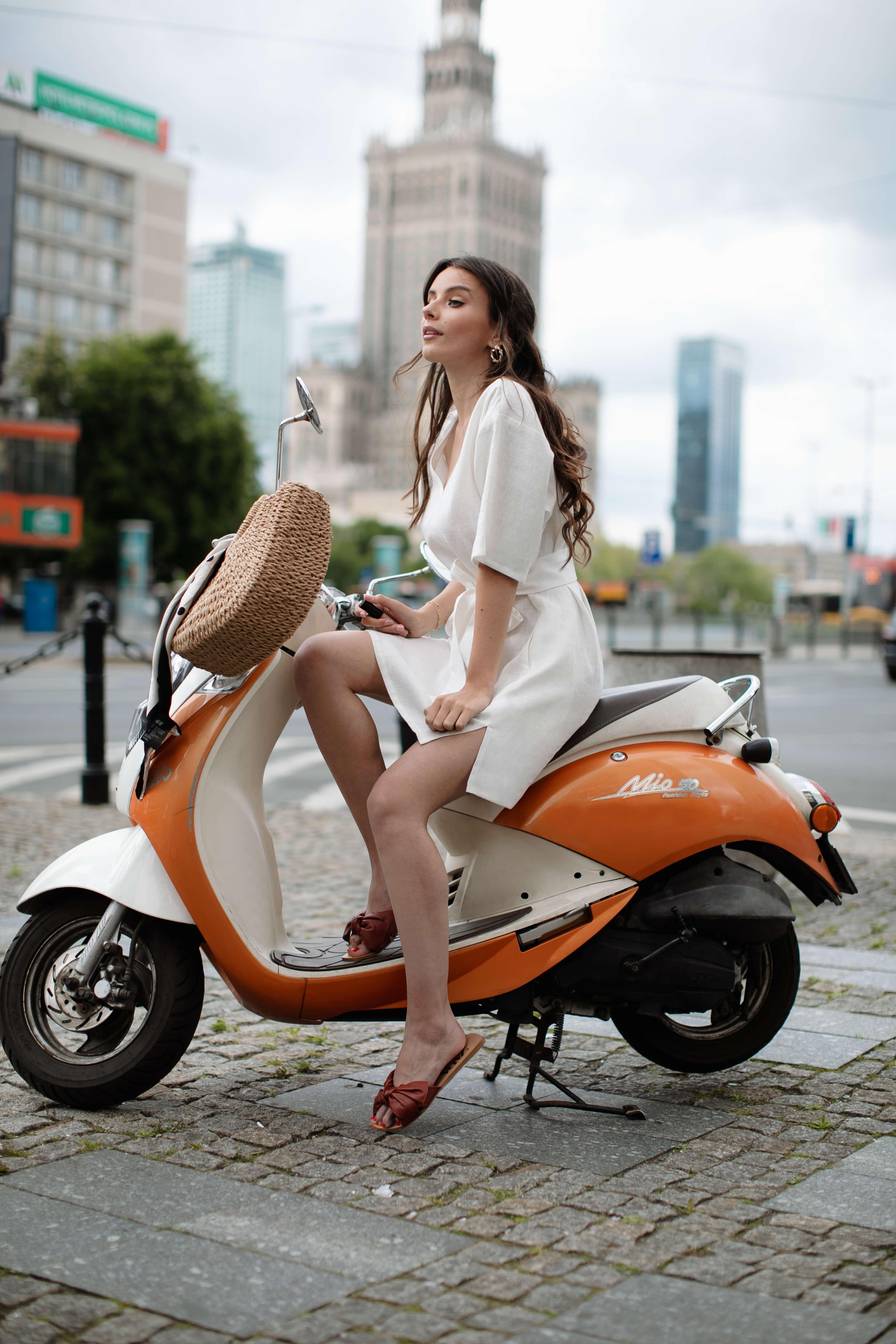 sukienka lniana biała na lato tunika