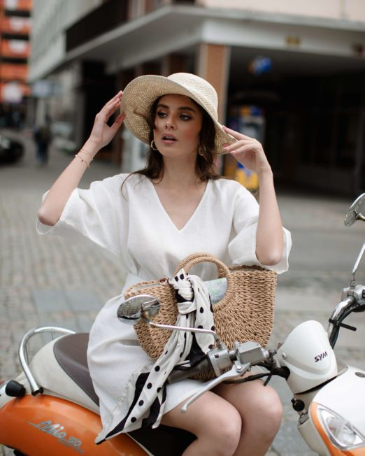 biała lniana sukienka tunika na lato