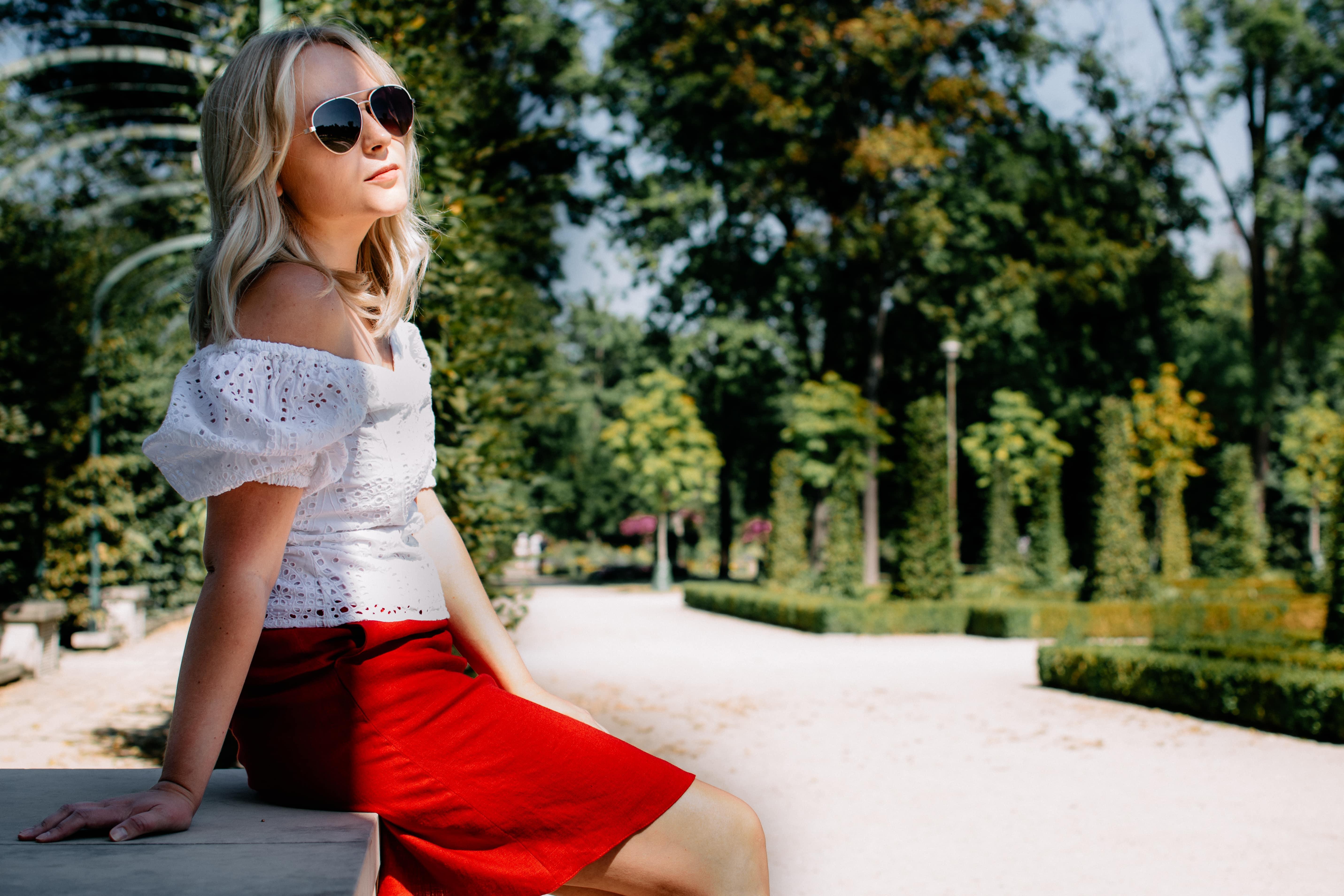 czerwona spódnica mini na lato