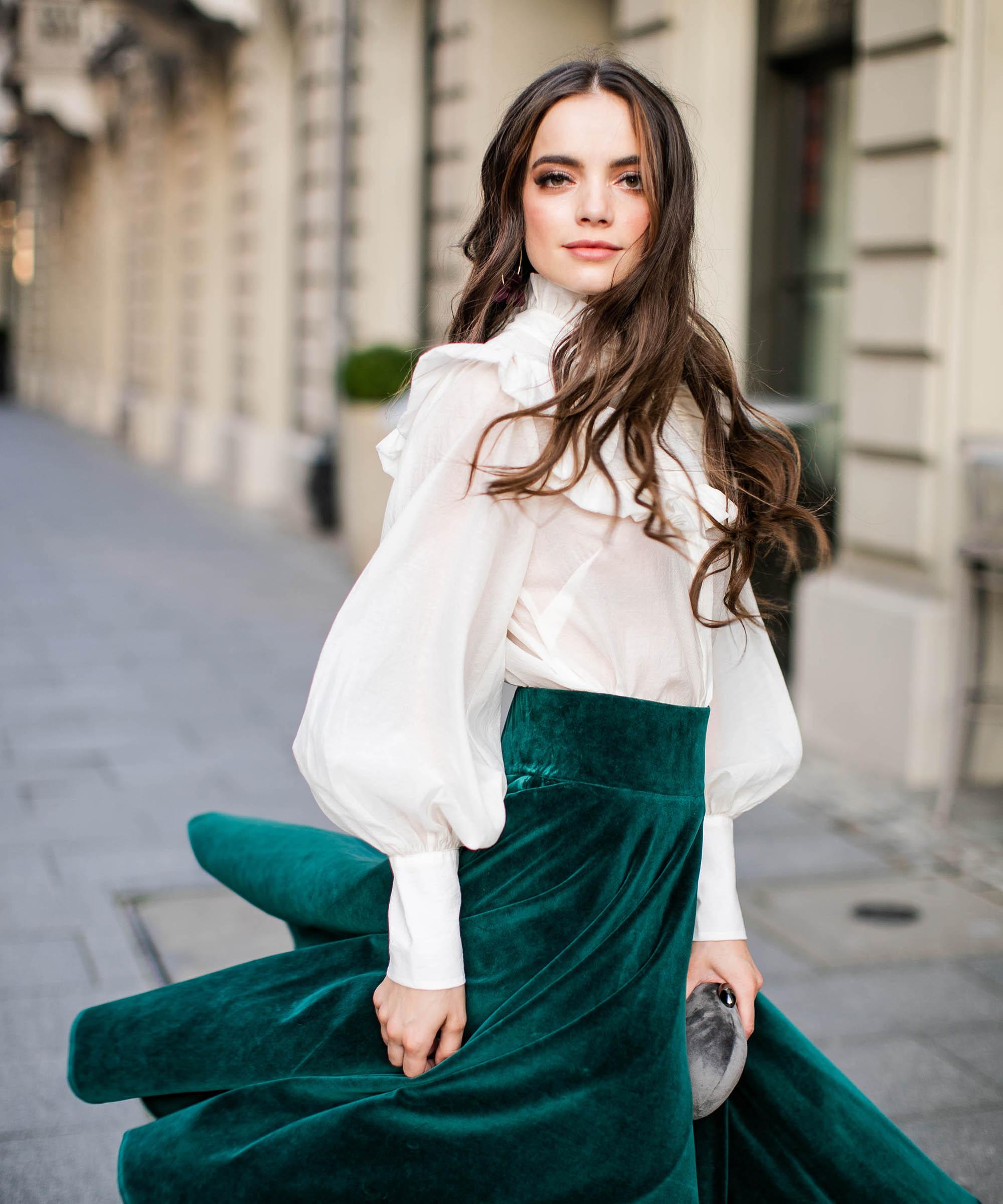 zielona spódnica aksamitna