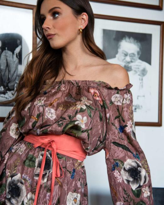 romantyczna włoska sukienka z opuszczonymi ramionami