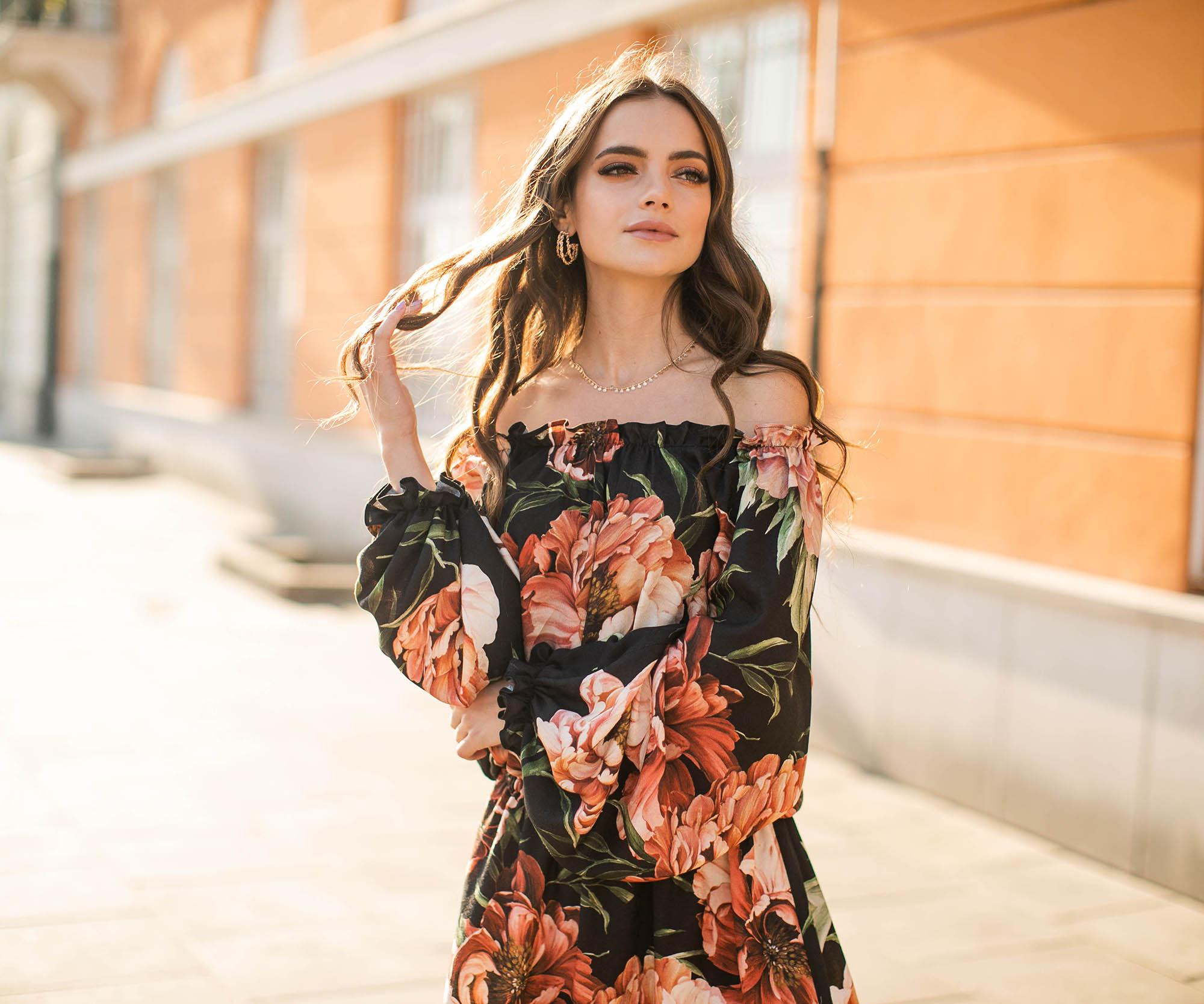 sukienka z odkrytymi ramionami, off shoulder, hiszpanka