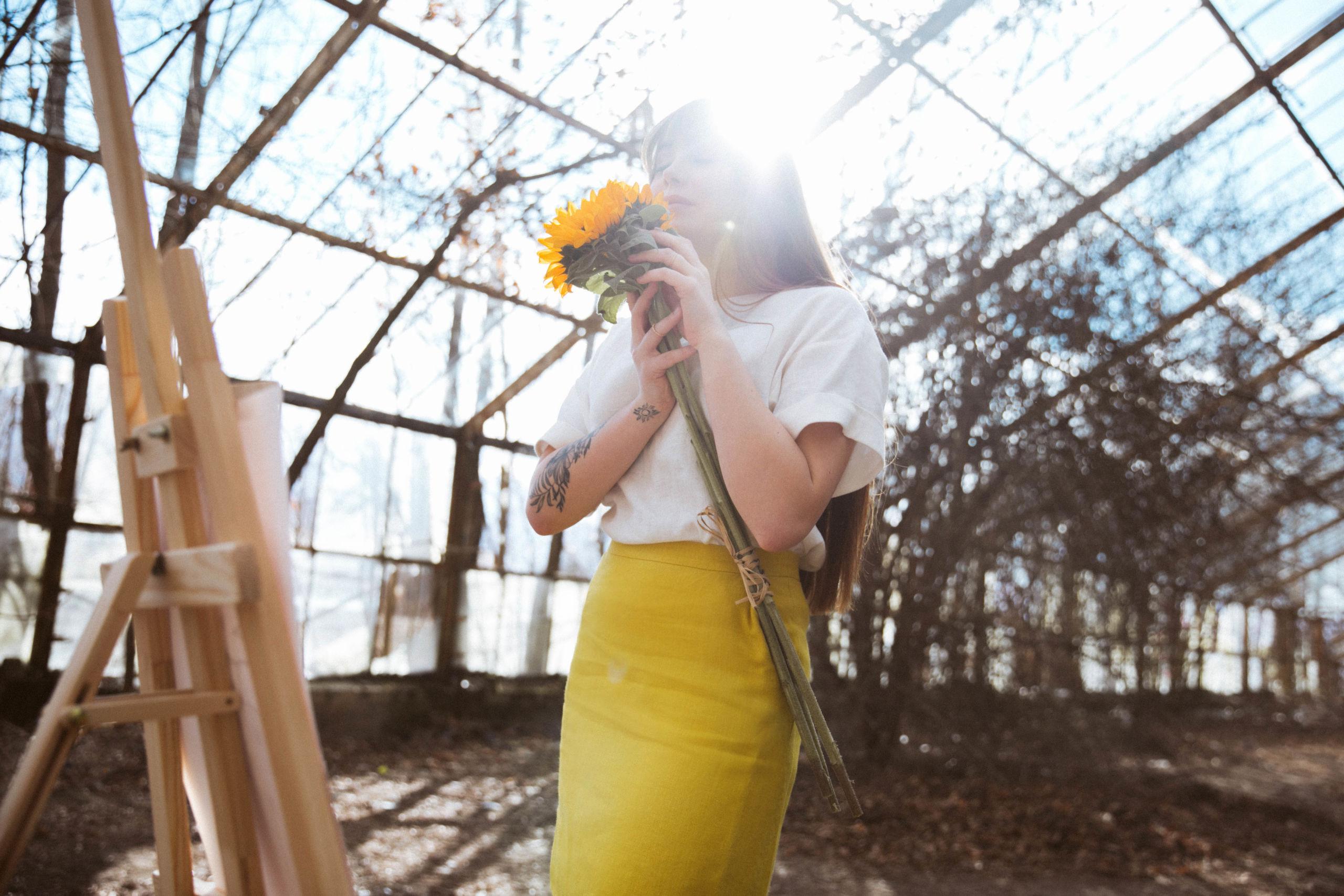 żółta spódnica lniana mini na lato